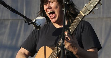 Watch Kim and Kelley Deal Play 'Gigantic' and 'Cannonball