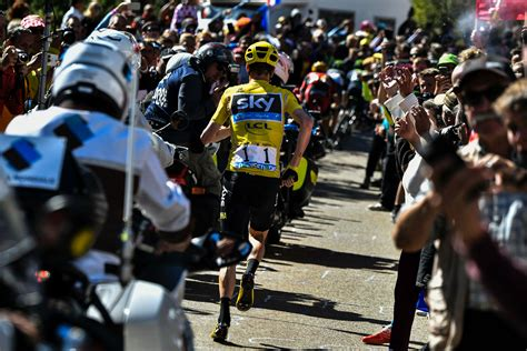 Froome runs to the Titanic theme song and other internet