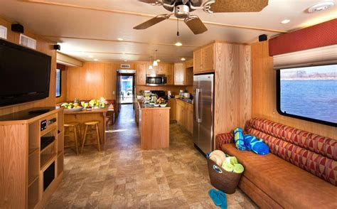 59-foot Discovery XL Platinum Houseboat