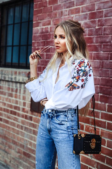 Outfit: Embroidered Blouse, Mom Jeans & Coffer Bag | Feel