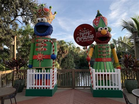 Busch Gardens Christmas Town Tampa Bay 2018 - Kim and Carrie