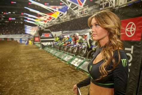 View From The Floor: Turning Up The Heat - Motocross