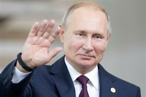 Putin signs law making Russian apps mandatory on