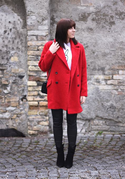 Outfit: Yolo Shirt & roter Mantel - Life und Style Blog