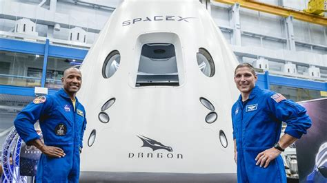 SpaceX says Japanese billionaire will be its first space